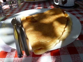 Caramelised apple crepes at Bonjour Cafe, Arrowtown.