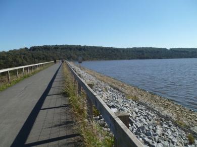 01-Lysterfield Lake (800x600)